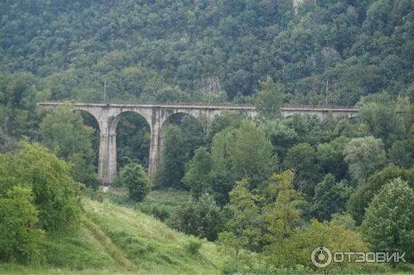 Вид на мост у монастыря Челие
