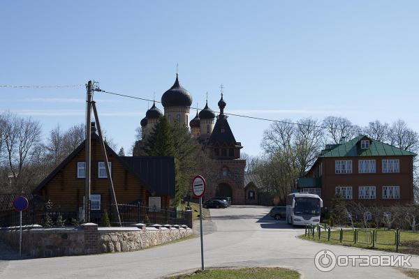 Вид на монастырь летом