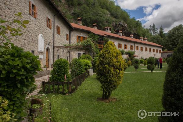 Домики монахов на прилегающей к монастырю территории