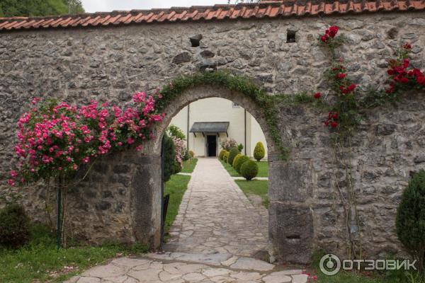 Ворота при входе на территорию монастыря