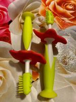 Яркая практичная новинка для раздражённых дёсенок и первых маленьких зубок.