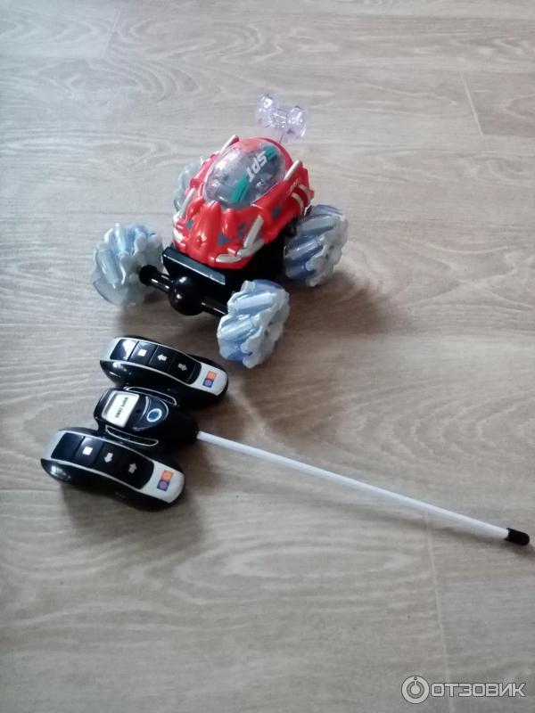 Радиоуправляемая машинка-перевертыш Stunt Car фото