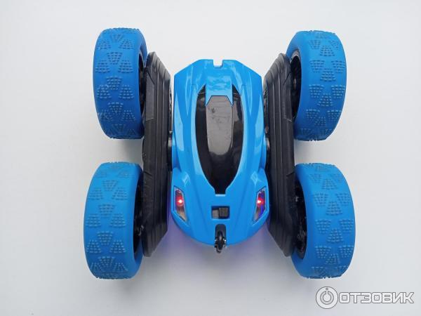 Радиоуправляемая машинка-перевертыш Stunt Car